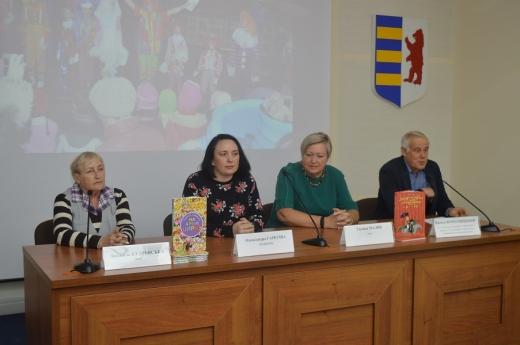 Сьогодні, 20 вересня, у прес-центрі облдержадміністрації відбулася презентація книг Галини Малик «Мандри та подвиги лицаря Горчика» та Людмили Кудрявської «На арені цирку».