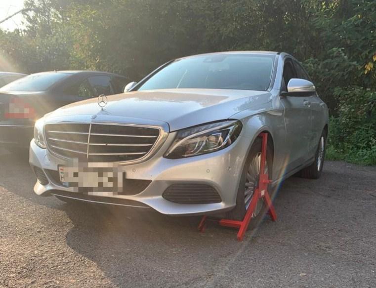 Mercedes-Benz 2015 года, набывший в международном розыске, был обнаружен вчера пограничниками Мукачевского отряда.