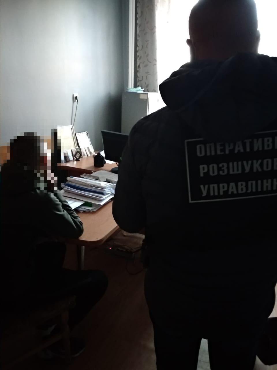 Двом закарпатцям та одному жителю Донбасу оголосили підозру в організації незаконного переправляння громадян Індії через український кордон в ЄС.