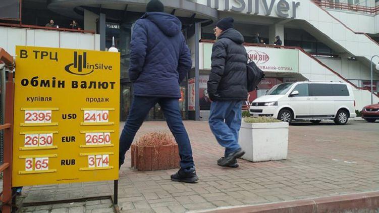 Як не старалися спекулянти розгойдати долар, їм не вдалося підняти його курс. 28 листопада міжбанк закрився в коридорі попереднього дня: 24,00-24,02 грн / $.