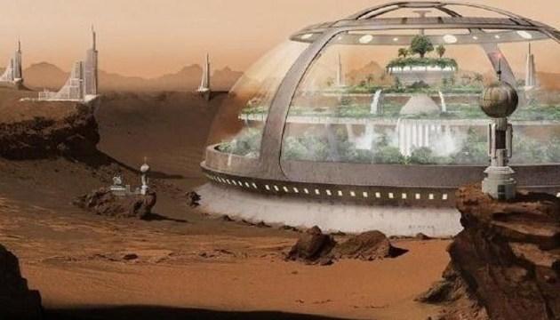 ЕП нагадує про плани Маска щодо колонізації Місяця та Марса та розповідає про головні досягнення SpaceX у 2021 році і плани компанії на найближчі роки.