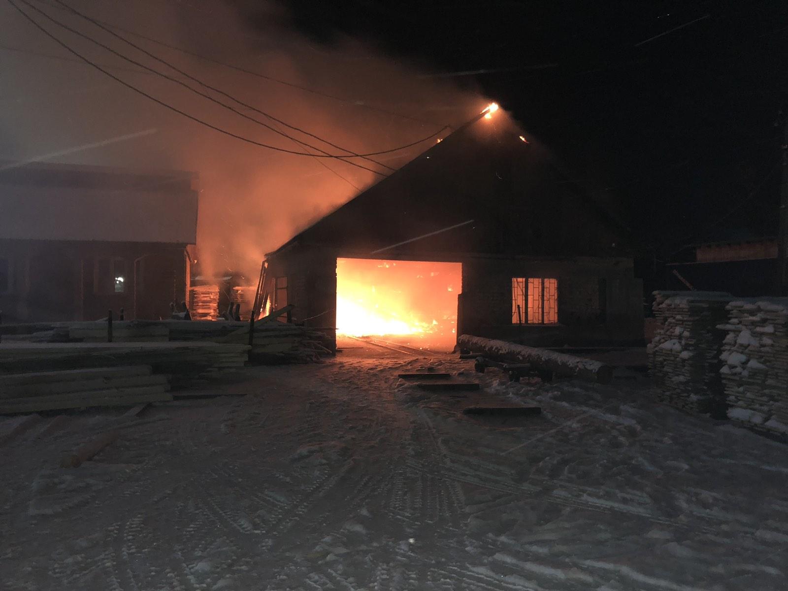 У ніч на 14 лютого сталася пожежа в с. Нижня Апша Тячівського району. Тут загорілася одноповерхова будівля цеху місцевої пилорами.