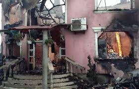 На подвір'ї згорілого будинку Калмана Лакатоша, причетного до вбивства у ромському поселенні Мукачева, вже знайшли сховок із сотнями паспортів.
