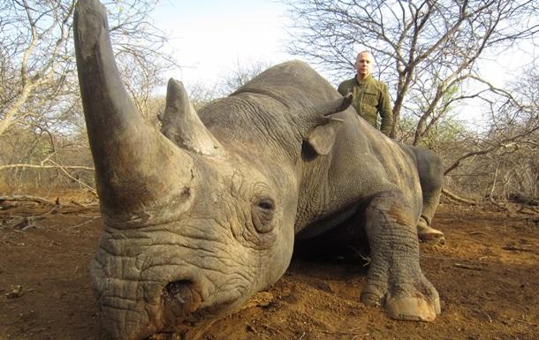 Організація, що виступає за заборону спортивного полювання, опублікувала фото українського політика з убитими африканськими тваринами.