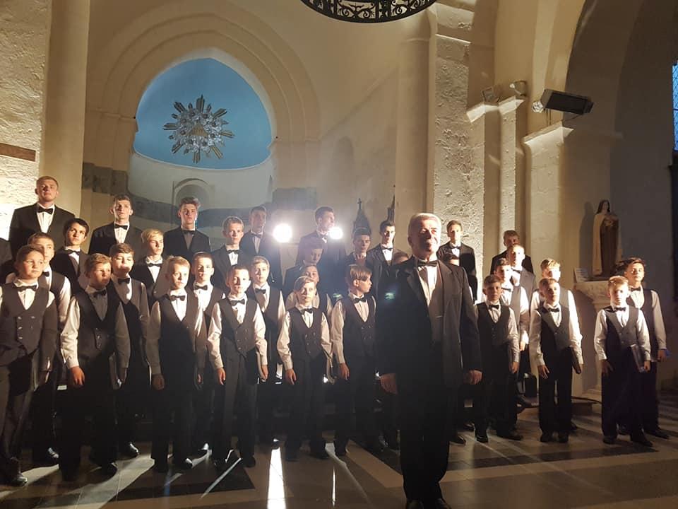 У прийдешньому 2020-му році Хор хлопчиків та юнаків мукачівської хорової школи дасть ряд різдвяних концертів.