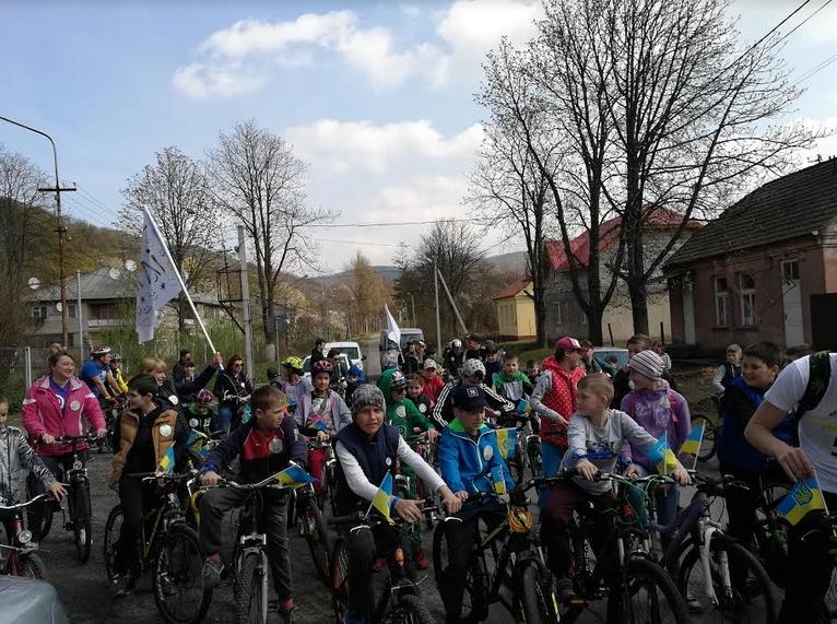 Майже сто велосипедистів зібрав «Сycle Quest» у Кам'яниці на Ужгородщині. Його організувала молодь села - учасники проекту «Вільний простір» спільно з Кам'яницькою сільською радою.