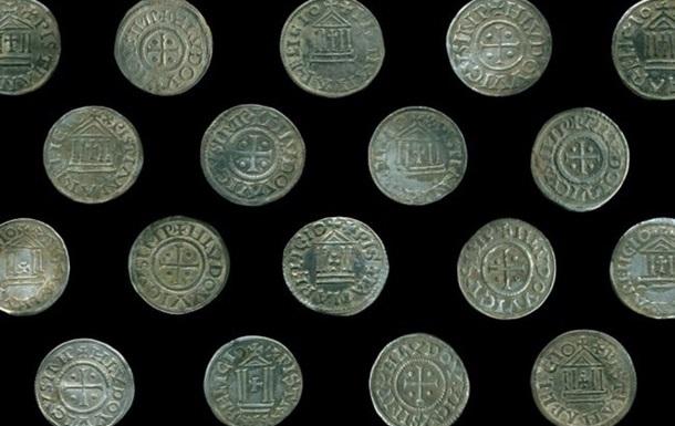 Знахідка складається з 118 срібних монет і їх фрагментів, які були виявлені під час дослідження археологічної пам'ятки в комуні Біскупєц в Новому міському повіті.
