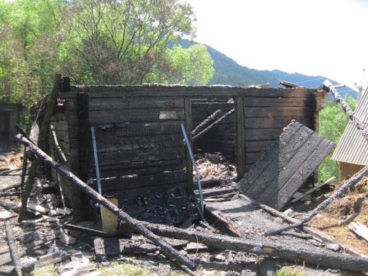 Вогнеборці ліквідували пожежу у надвірній споруді та врятували гараж