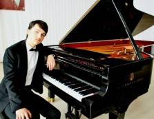 """""""Французький"""" студент з Ужгорода переміг у всіх трьох номінаціях престижного міжнародного конкурсу піаністів"""