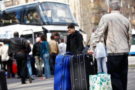 Настрої українських трудових мігрантів в Польщі все більше демонструють тенденцію до асиміляції і залучення до переїзду як мінімум одного члена сім'ї.