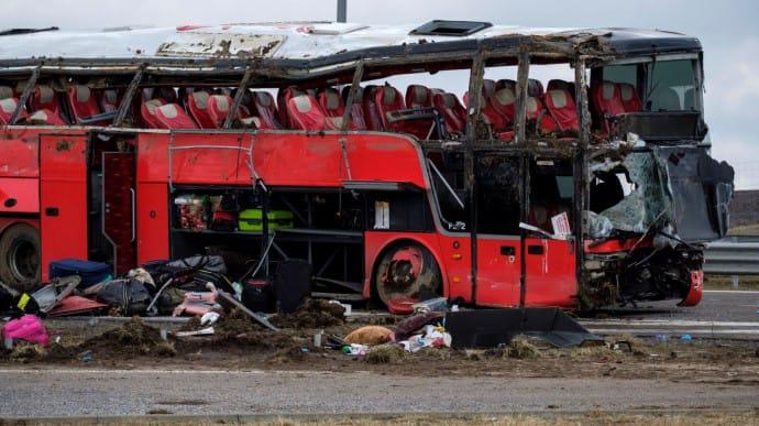 26 українських громадян, які потрапили в аварію пасажирського автобуса в Польщі, усе ще залишаються в лікарнях, 24 українці вирушили додому.