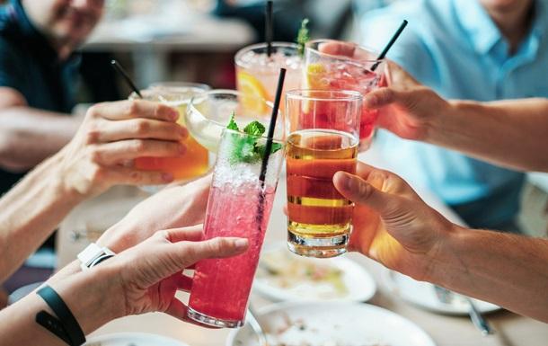 У той же час, експерти радять людям знаходити інші шляхи для виходу зі стресових ситуацій, а не вдаватися до розслаблення за допомогою випивки.
