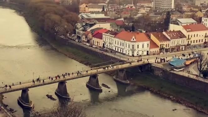 Мост был построен до конца Второй мировой войны на месте транспортного моста.