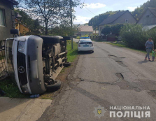 Закарпатський мікроавтобус із п'яним водієм збив жінку з двома дітьми