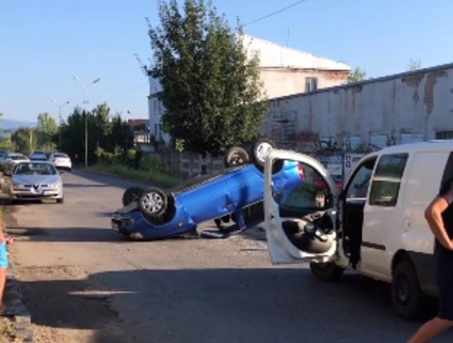 Сьогодні, 21 серпня, по вулиці Гагаріна зіштовхнулися мікроавтобус та легковик.
