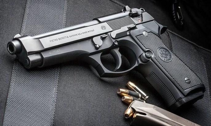 На думку злочинців, законослухняні громадяни в разі небезпеки не зможуть скористатися пістолетами.