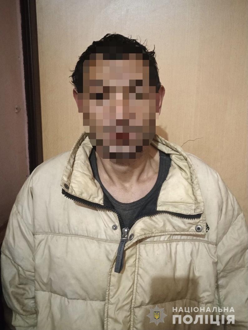 Мукачівські оперативники встановили особу, причетну до крадіжки господарського майна з подвір'я мешканця райцентру.