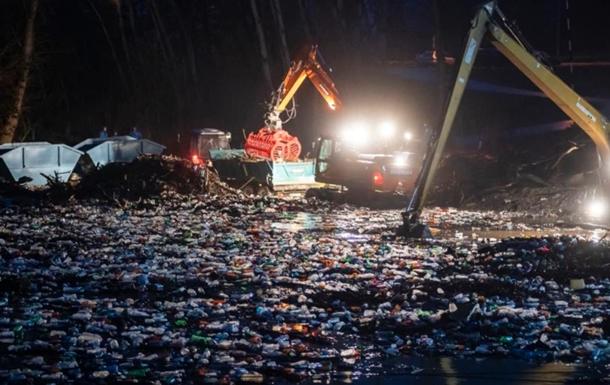 В этом году 1500 метров кубических отходов украинского и румынского происхождения упали в реку Тиса, сообщил Будапешт.