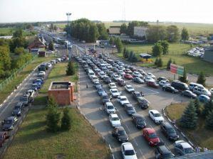 Про значні черги з автівок інформують у ЗРУ Держприкордонслужби України.