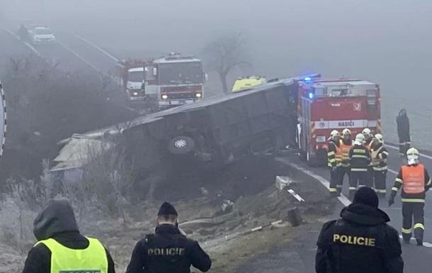 В результаті аварії кілька дітей отримали поранення, троє з них середнього ступеня тяжкості.