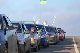 На двох пунктах пропуску із сусідніми державами в чергах стоять 100 автомобілів.