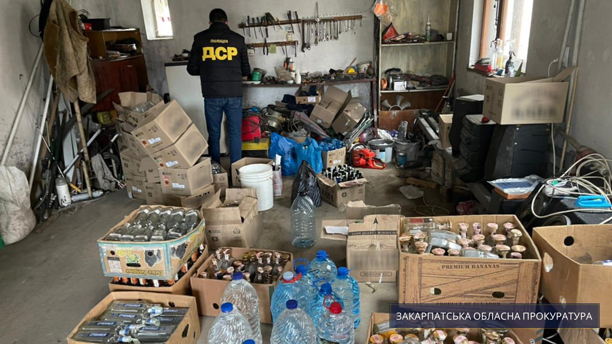 За процесуального керівництва Закарпатської обласної прокуратури на території Ужгорода та району викрито підпільний цех із ймовірно фальсифікованими підакцизними товарами на суму понад 730 тис. грн.