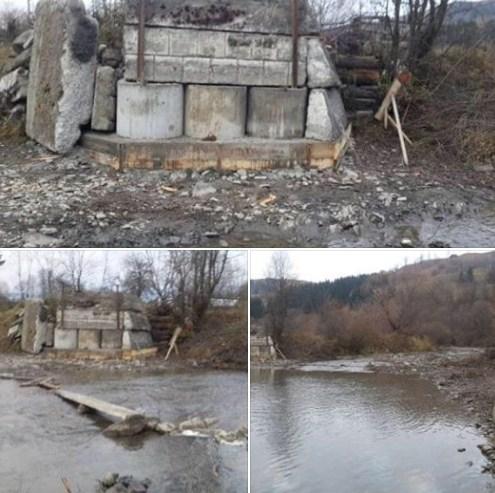 Мова йде про село Лазещина, Рахівського району. Це гірське село, в якому вулиці пролягають вздовж річки Лазещина, і міст - це нагальна потреба.