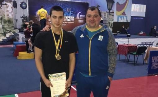 Юнак зі Сваляви виборов чемпіонський титул з важкої атлетики.