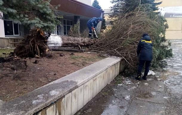 Без электроснабжения в Ивано-Франковской области остаются 14 населенных пунктов полностью и 27 частично.