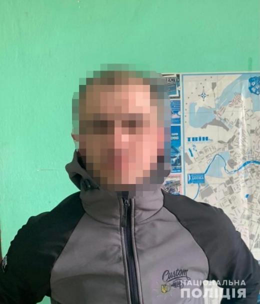 Оперативники кримінальної поліції Ужгорода встановили особу зловмисника, який зухвало відібрав від пенсіонера мобільний телефон.