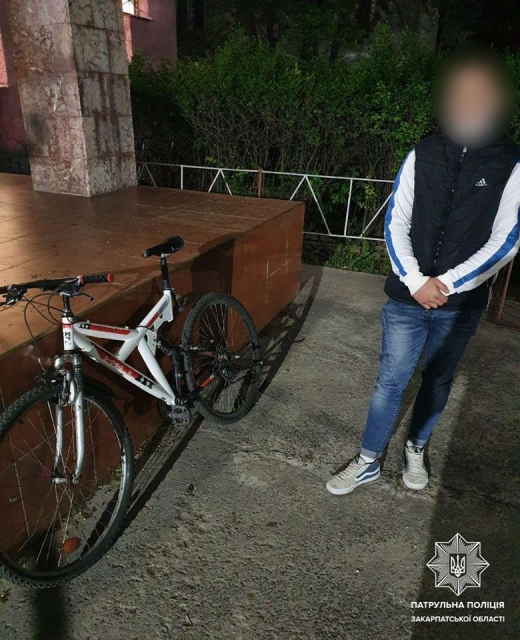 Ужгородські патрульні оперативно розшукали хлопця, ймовірно, причетного до крадіжки велосипеда.