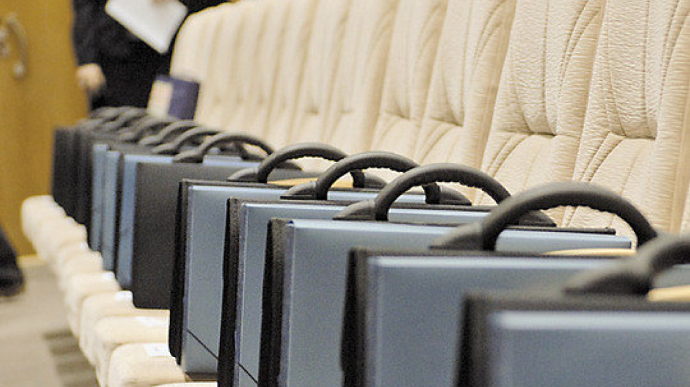 Верховна Рада ухвалила закон, яким знімається вікове обмеження в 65 років для роботи на державній службі.