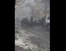 В центрі Виноградова загорівся автомобіль (ВІДЕО)