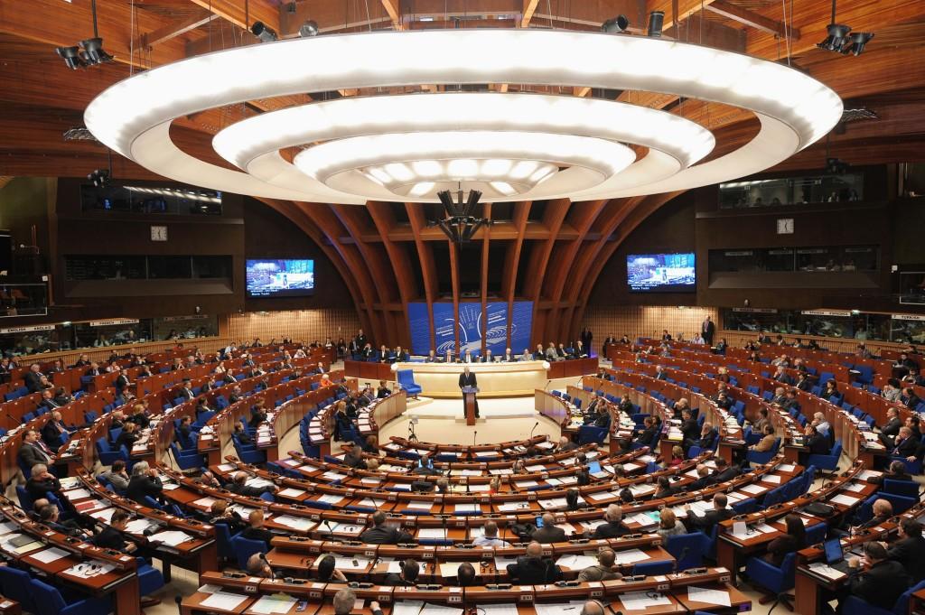 Україна наполягатиме, щоб додатковий механізм санкцій, який повинні розробити національні делегації, був доповнюючим, а не замінював чинний, який наразі зупиняє делегацію РФ від участі в роботі ПАРЄ.