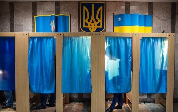 На вході в приміщення виборчої комісії та приміщення для голосування повинні знаходитися антисептики для рук, а також обладнані місця для збору й утилізації масок.