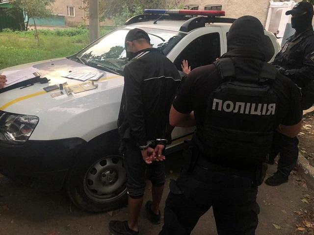 Вчора, 5 жовтня, на вулиці Можайського в обласному центрі Закарпаття поліцейські Ужгородського відділення поліції провели затримання наркоторговця.