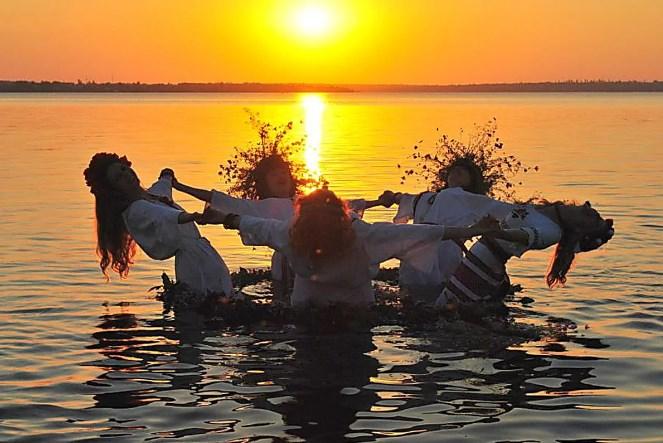 Свято Івана Купала – одне з найбільш видовищних та колоритних свят української культури. Воно оповите міфами та надзвичайними історіями, легендами та чарівними створіннями.