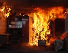 На Іршавщині під час гасіння пожежі у приватному будинку отримав опіки племінник господаря