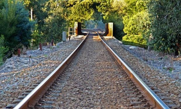 Тіло мертвого чоловіка було знайдено біля залізничних колій між селами Велика Бакта та Боржава у Берегівському районі.