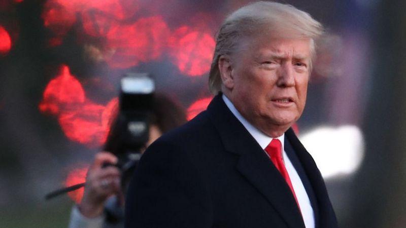 Після 12-годинного блокування свого акаунту президент США Дональд Трамп повернувся в Twitter і оприлюднив відео, в якому жорстко засудив людей, які увірвалися в Капітолій.
