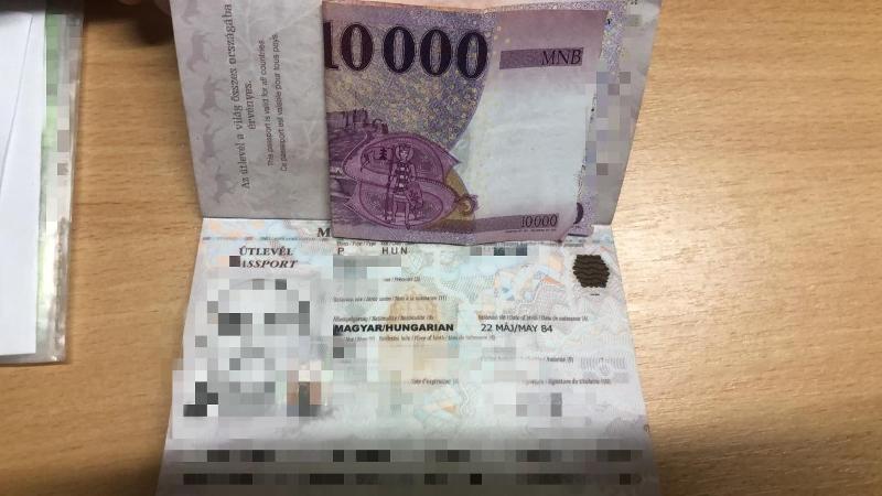 Хабарем у розмірі 10 тисяч форинтів намагався підкупити прикордонників 36-річний громадянин Угорщини.