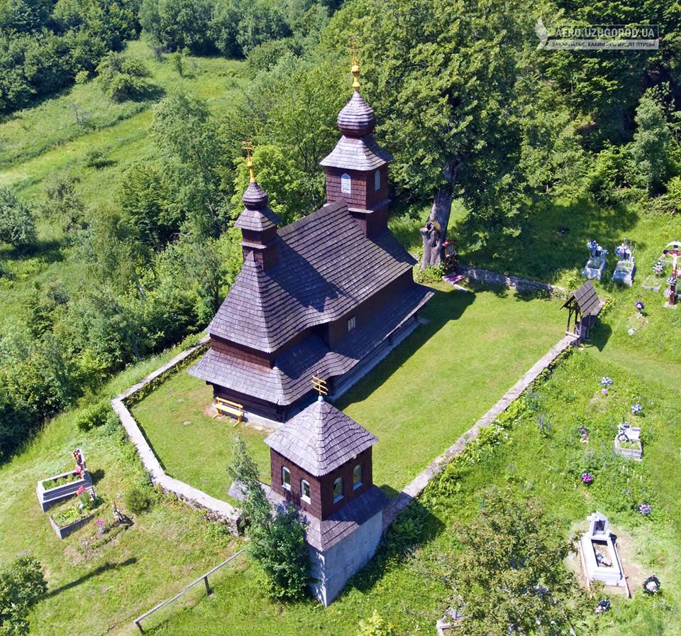 Унікальні кадри: дерев'яна церква в Ликіцарах на Перечинщині