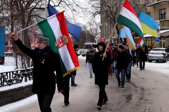 Тільки 14% жителів Закарпаття вбачають загрозу в політиці Угорщини в регіоні.