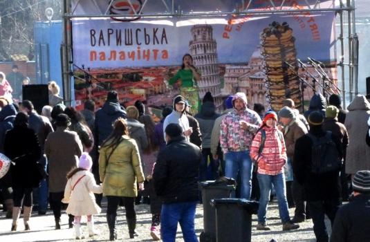 """У Мукачеві фестивалять на """"Варишській палачінті"""": млинці, танці та пісні / ФОТО / ВІДЕО"""