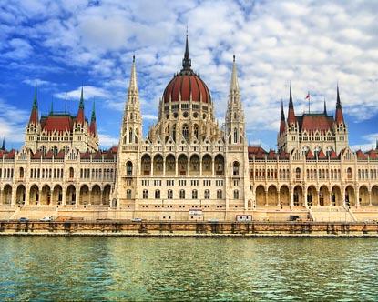 Заступник прем᾽єр-міністра Угорщини з питань національної політики, після зустрічі з дітьми із Закарпаття,  закликав закарпатських угорців прийняти угорське громадянство.
