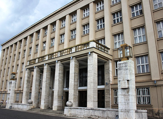 До нового скликання Закарпатської обласної ради 2020-2025 років увійдуть 64 особи, серед них 16 жінок, що становить 25% від складу.