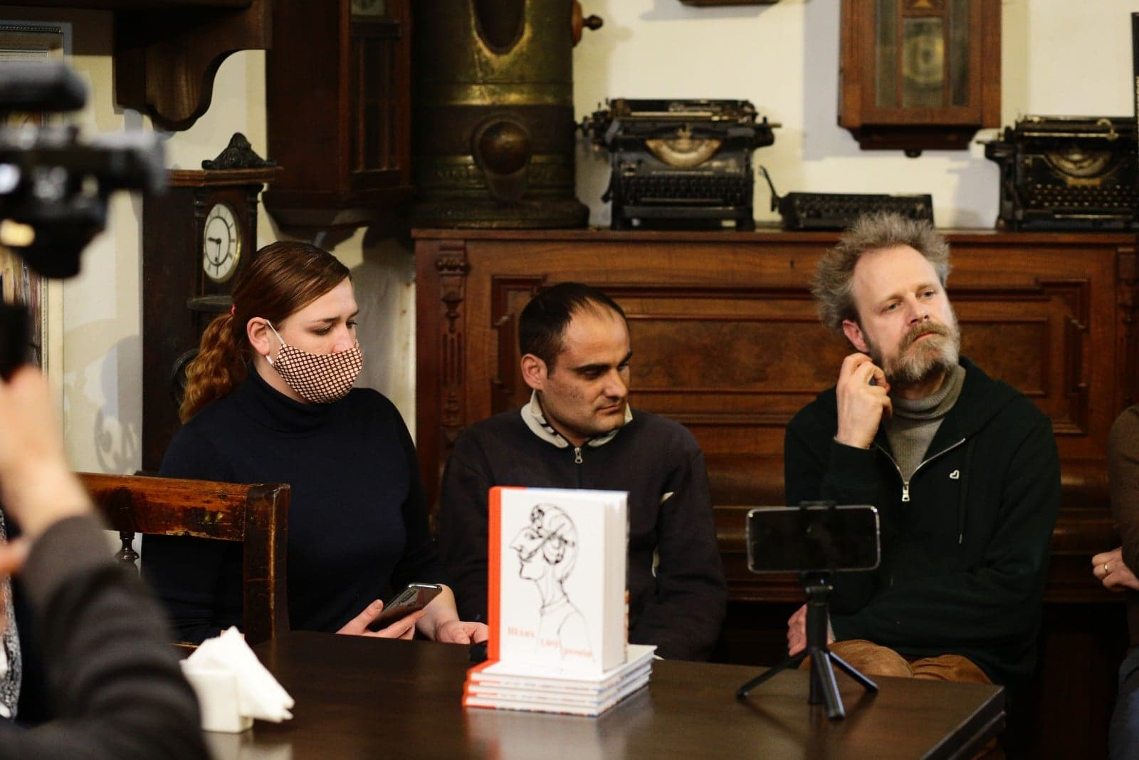 Андрій Любка, Банди Шолтес та Микола Бурмек-Дюрі написали тексти для антології про ромів.