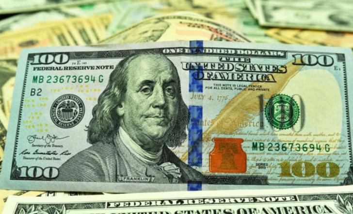 До закриття міжбанку американський долар у купівлі подорожчав на 10 копійок, у продажу — на 9 копійок.