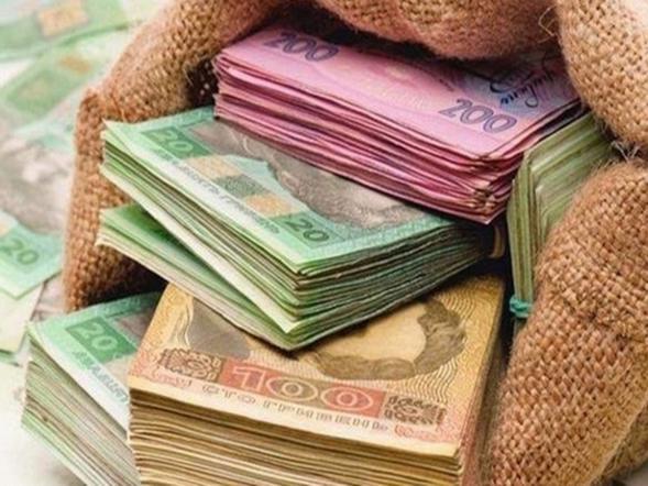 У наступному році середня зарплата в Україні зросте до 470 доларів, вважають у Кабміні.