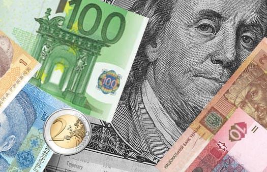 Відносно долара гривня зміцнилася на 16 копійок, а відносно євро - відразу на 23 копійки.
